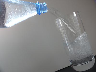 Glas Wasser .