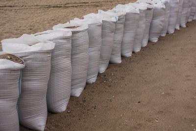 Sandsäcke gegen die Flut