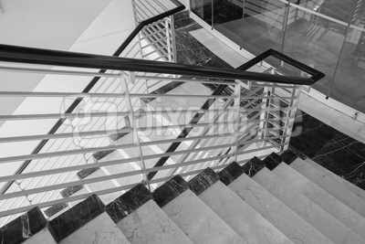 Treppenabgang Metall + Marmor
