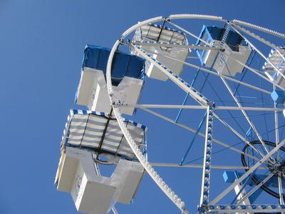 Kleines Riesenrad in weißblau