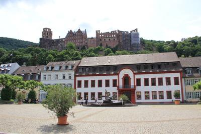 Karlsplatz Heidelberg mit Schloss