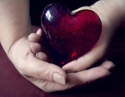 Mutterhände mit Herz