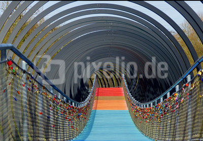 Slinky Springs to Fame, Rehberger Brücke
