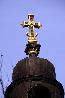 Das goldene Kreuz auf der Christuskirche zu Mainz