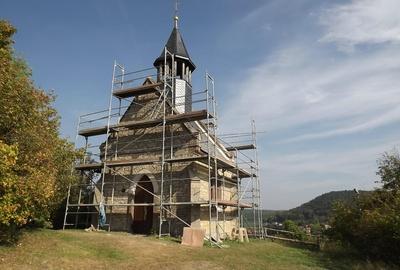 Die Kirche bei der Renovierung