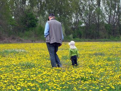 Mit Opa in die Natur