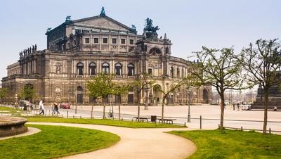 Semper-Oper am Theaterplatz