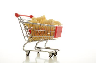 Einkaufswagen mit Nudeln