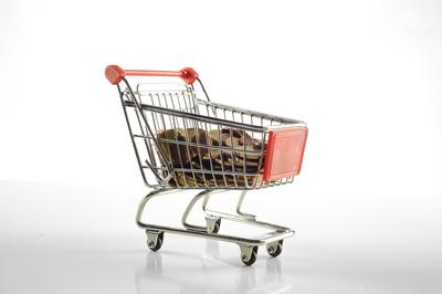 Einkaufswagen mit Kleingeld