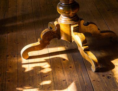 Alles Holz - mit Licht und Schatten