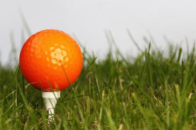 orangener Golfball