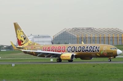 Boeing 737-800 in Sonderlackierung Haribo