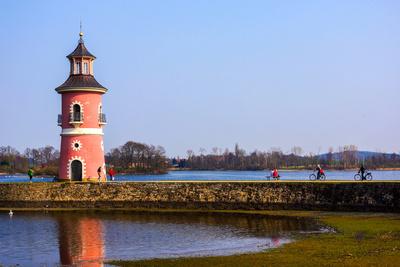 Hafen mit Leuchtturm beim Fasanenschloss