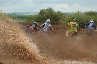 Schlammschacht Motocross