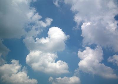 Große Wolken am Himmel