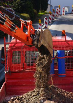 Strassenbau Bagger LKW