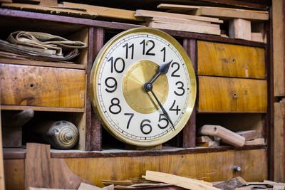 alte Werkstatt-Uhr