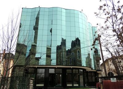 Spiegelung in der Glasfassade