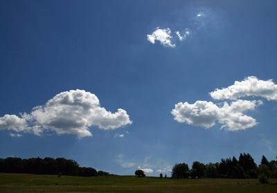 Wolken über der Moorlandschaft