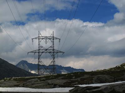 Strommasten auf dem Gotthardpass