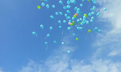Luftballons hoch
