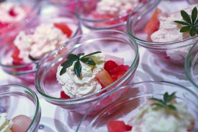 Dessert (Obst mit Sahne)