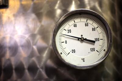 Thermometer im Weinkeller