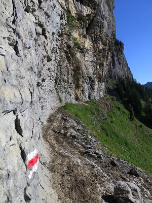 Schmaler Felsenweg
