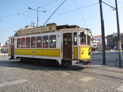 Historische Straßenbahn in Porto