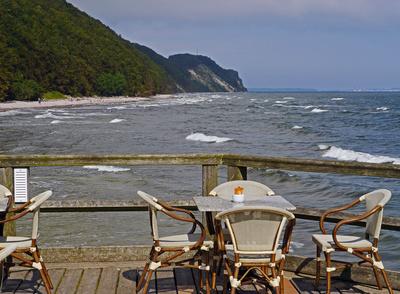 Ein Tisch auf See