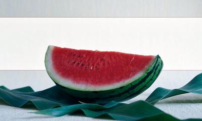 Melone mit grünen Blättern als Banner