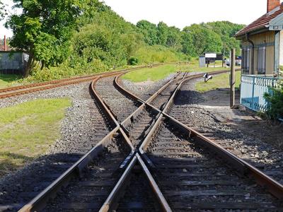 Ungleiche Schienenkreuzung . . . .