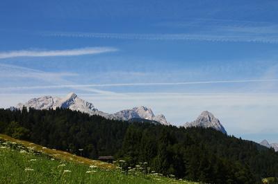 Blick auf Alpspitze, Zugspitze und Großen Waxenstein 01