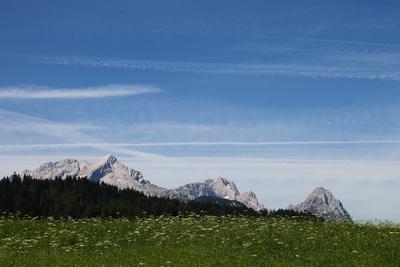 Blick auf Alpspitze, Zugspitze und Großen Waxenstein 02