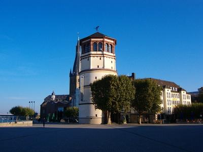 Düsseldorf Burgplatz mit Schlossturm