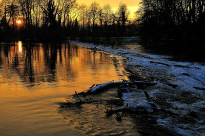 Winterlicher Sonnenuntergang an der Rur