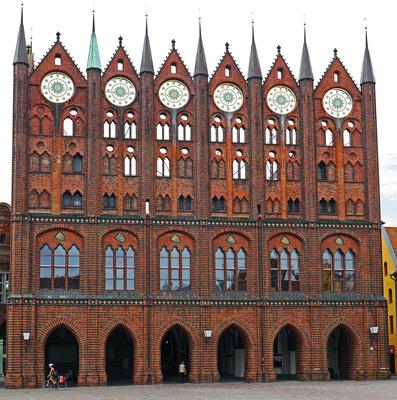 Das Rathaus von Stralsund. . . .