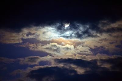 Vollmond hinter Wolken 1