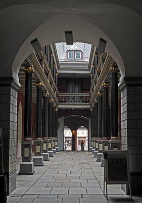 Innenhof . . . .