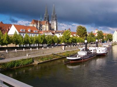 Regensburg Dom mit Altstadt und Donau