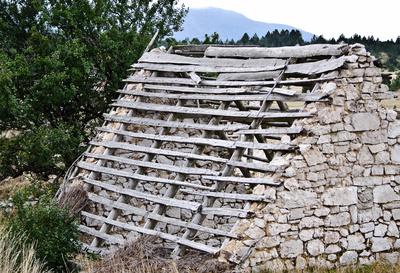 Altes Haus in den Bergen von Hercegowina