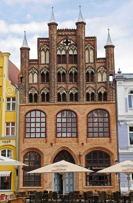 Historisches Giebelhaus . . . .