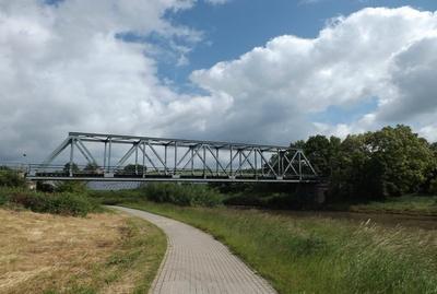 Eine Eisenbahnbrücke
