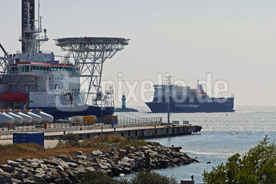 Am Fährhafen  . . . .