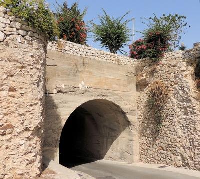 Tunnel zur Altstadt von Eivissa
