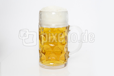 Maßkrug mit Bier