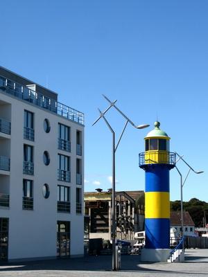 Turm und Lampen in ausgefallener Form