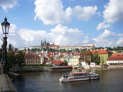 Prag unter Wolken