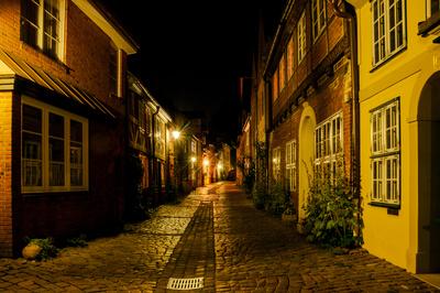 Stille Gasse bei Nacht