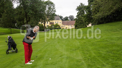 Golfspieler kurz vor dem Grün